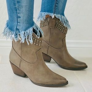 NIB Taupe Studded Top Line Cowgirl Western Boots